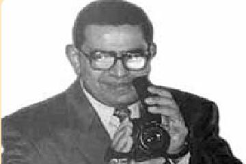 -نزيه رزق -أول -مصور كفيف (3)