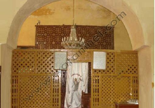 الكنيسة من الداخل قبل الترميم وازالة البياض
