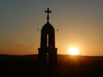 حبيب : الصلبان من الكنائس اشاعة تثير…