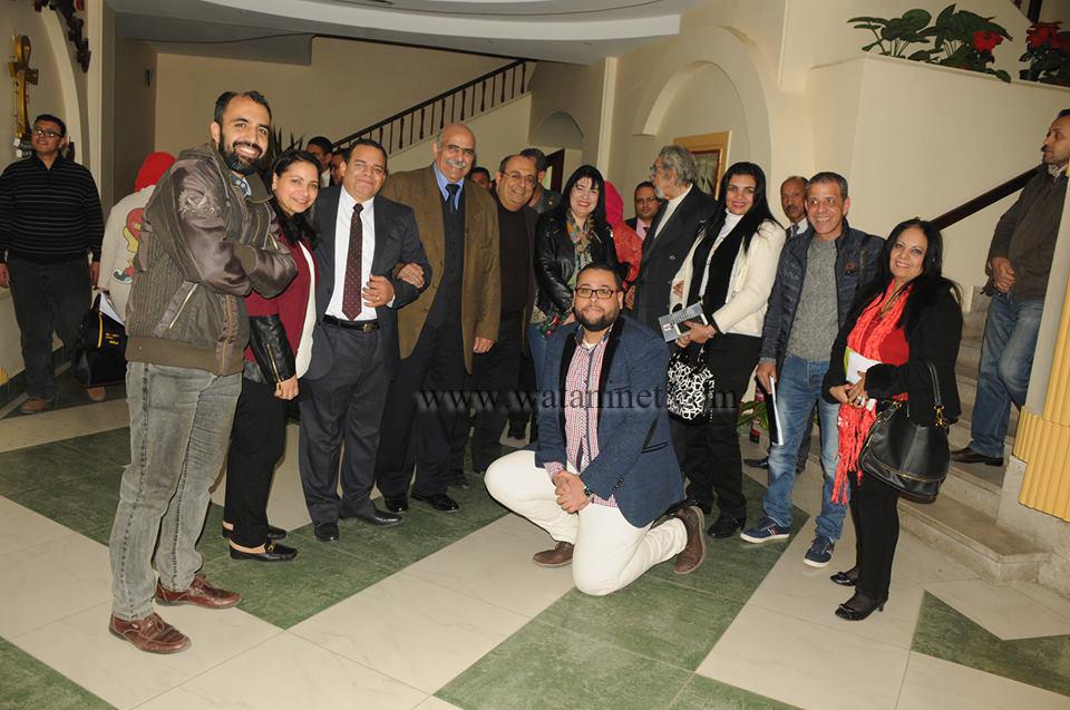 الفنان مجدى شكرى والفنان سمير الاسكندرانى مع بعض الحضور