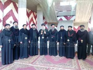 وفود رسمية وشعبية تهنئ الأنبا بيمن بالعيد في قوص