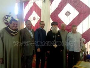 وفود رسمية وشعبية تهنئ الأنبا بيمن بالعيد في قوص4