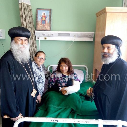 الأنبا رافائيل والأنبا بيمن يزورا مصابي تفجيرات كنيسة مارجرجس بالمعادي العسكري (10)