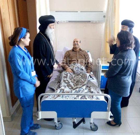 الأنبا رافائيل والأنبا بيمن يزورا مصابي تفجيرات كنيسة مارجرجس بالمعادي العسكري (13)