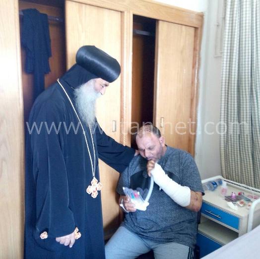الأنبا رافائيل والأنبا بيمن يزورا مصابي تفجيرات كنيسة مارجرجس بالمعادي العسكري (7)