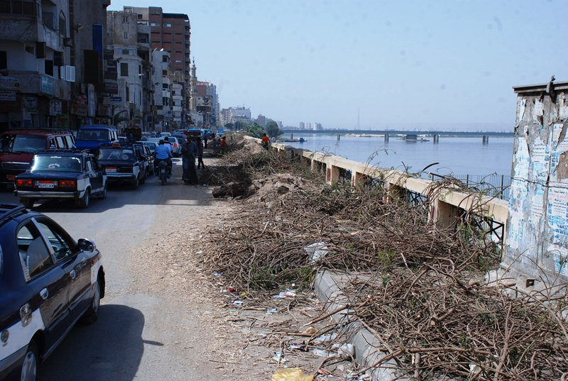 بدء أعمال توسيع الكورنيش الغربي في سوهاج