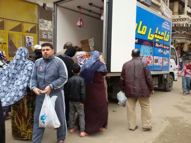 2سيارات متنقلة ومحملة بالسلع الغذائية في كافة المحافظات اليوم