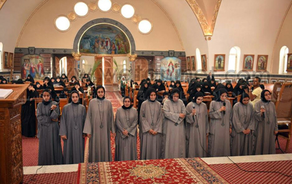 تكريس 10 راهبات جدد بيد قداسة البابا (2)