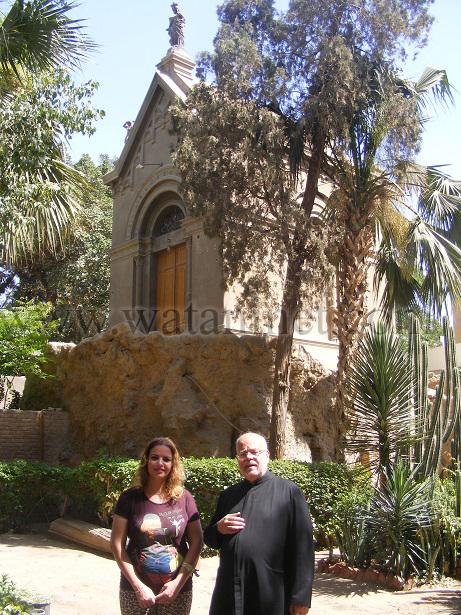 رقم  29  مع الاب جورج سليمان امام  كنيسة كابلا copy