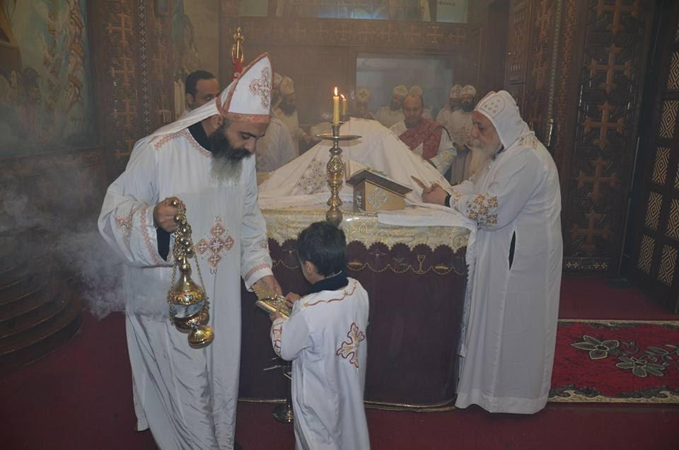 الأنبا ديمتريوس يترأس إجتماع كهنة ملوي (2)