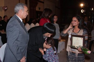 الأنبا ارميا يكرم أمهات الشهداء بالمركز الثقافي4