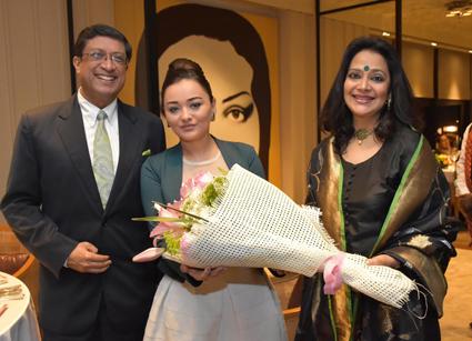 سفير الهند يفتتح مهرجان المأكولات الهندية (4)